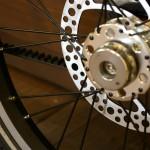 片持ちの後輪とディスクブレーキ